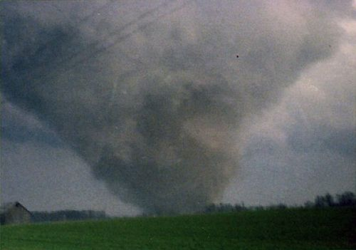 F4 tornado Approaches Parker, City Indiana. Photo by Mick Deck
