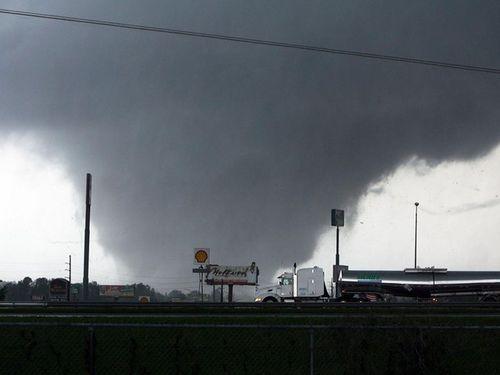 56189_tuscaloosa-tornado_u4otpkuoohegc34cxym6cgqbe3ncurxrbvj6lwuht2ya6mzmafma_610x457
