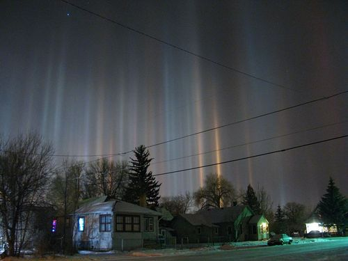 1024px-Light_pillars_over_Laramie_Wyoming_in_winter_night
