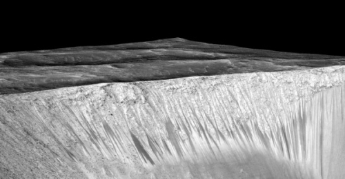 Recurring-slope-lineae-Garni-crater-Mars-e1443458025185